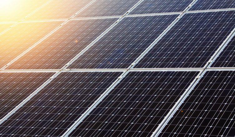 Governo do Brasil Estuda 1º Projeto Industrial Integrado de Placas Solares