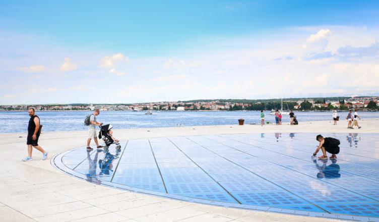 Cientistas Desenvolvem Piso Solar para Geração Elétrica em Calçadas e Ciclovias